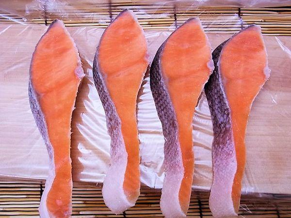 【低塩加工】チリ銀鮭切り身1切50g×50切れのサムネイル