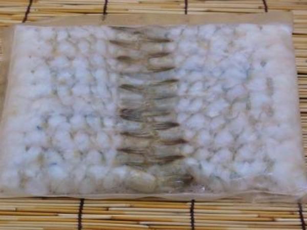 バナメイ尾付むき海老3L(16/20サイズ20尾P)のサムネイル
